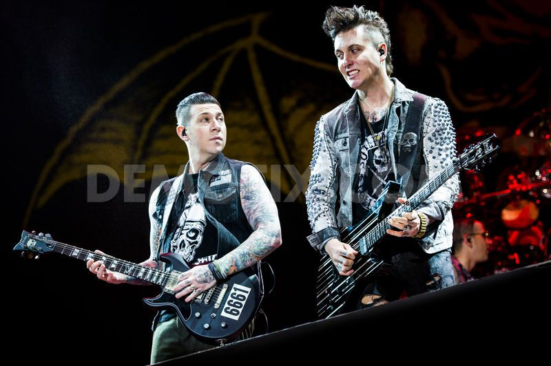 1403220071-avenged-sevenfold-performs-in-concert-at-rock-in-rome-festival_5052458